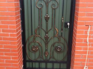 work_003-320x240-258ce67d1da1479583393fad46dd2539 Кованые ворота, калитки, заборы, навершия